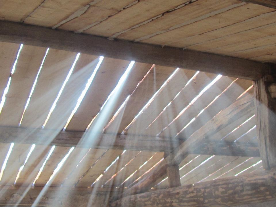éléments de sous toiture en planches de mélèze non délignées